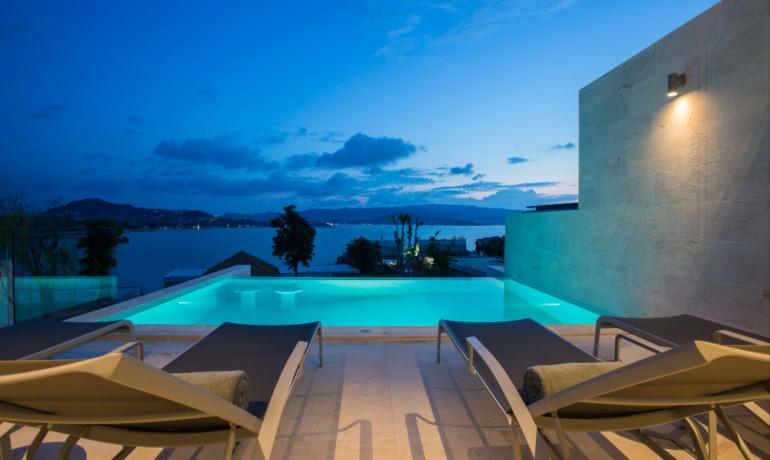Villa 4 Chambres Piscine et Vue Mer en Bord de Plage à Plai Laem