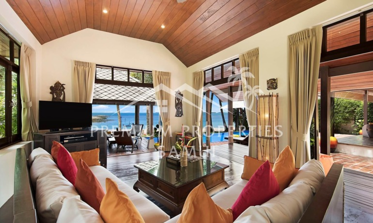 Unique 4 Bedroom Beachfront Villa in Laem Sor